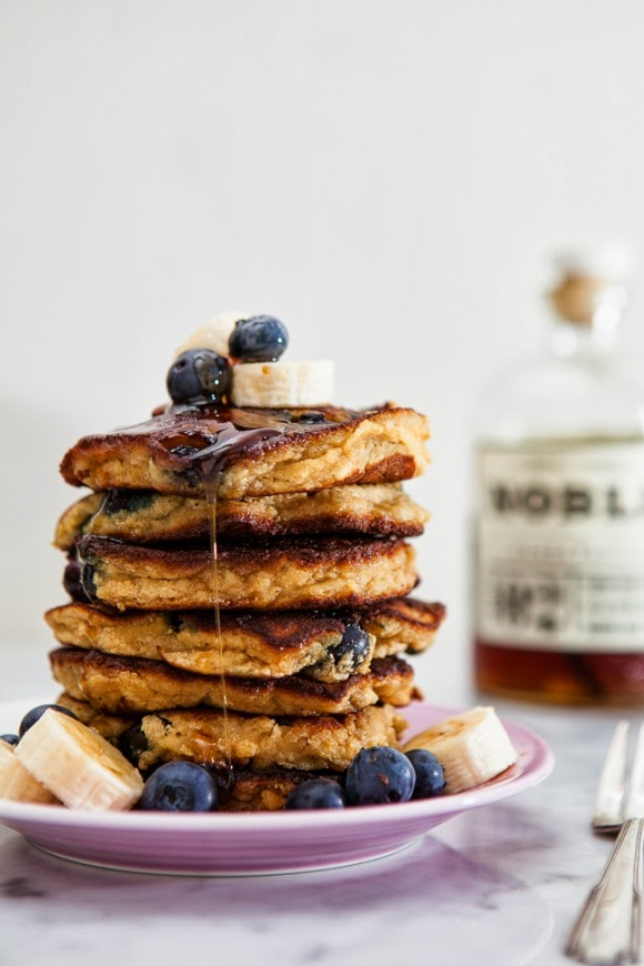 blog.jchongstudio.com Blueberry Banana Pancakes