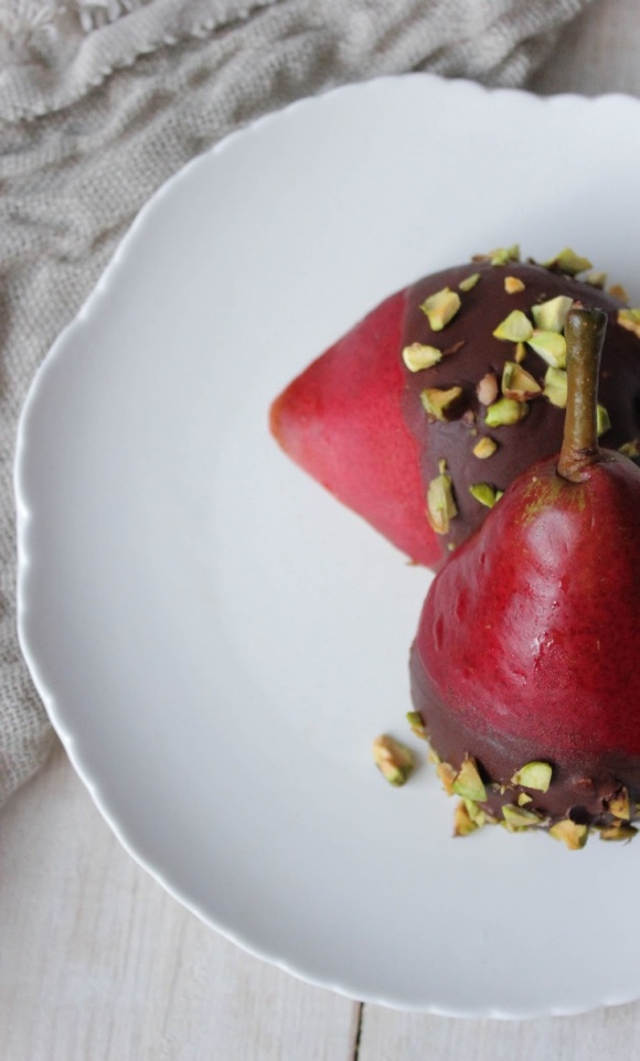 vanessahernandezphotography.blogspot.de:chocolate dipped pears with pistachios