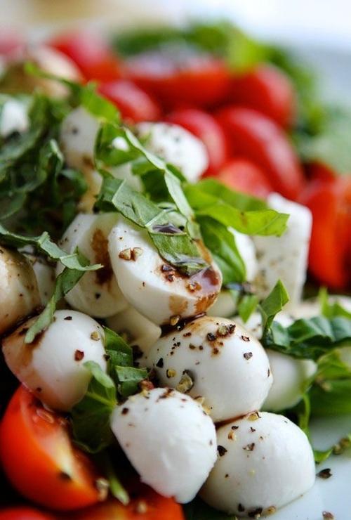 basilgenovese.tumblr.com.caprese-salad-with-garlic-balsamic-dressing