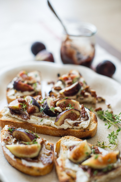 modernfoodie.tumblr.comBruschetta w:Ricotta Cheese & Fresh Figs