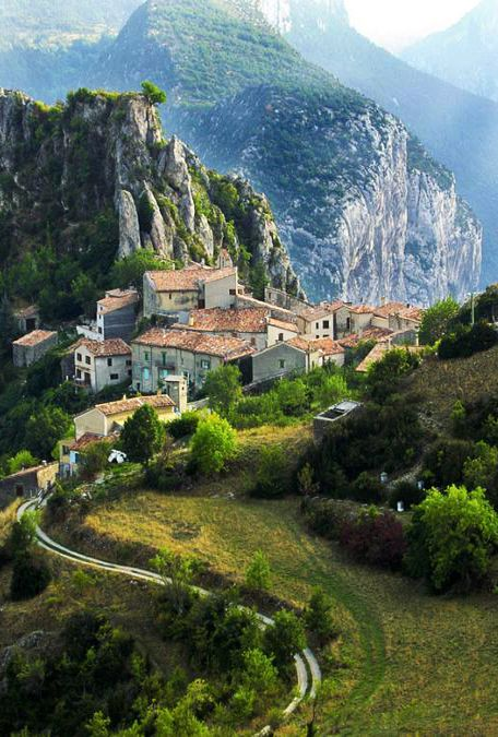 cpixohub.net:2013:07:mountain-village-in-rougon-france.htmlprovence