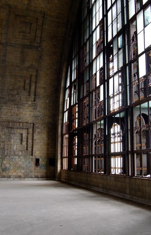 interiordecline.tumblr.com