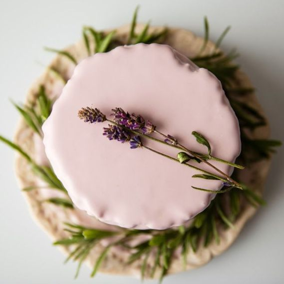 mlodazonka.pl minicake with almonds and lavendar